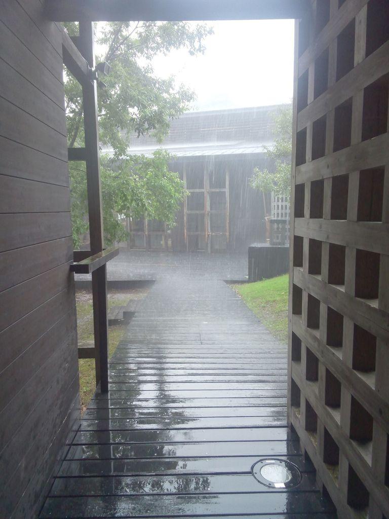 アカデミー滝雨.JPG